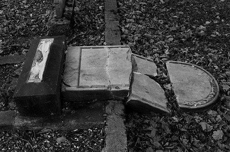 damagedgrave
